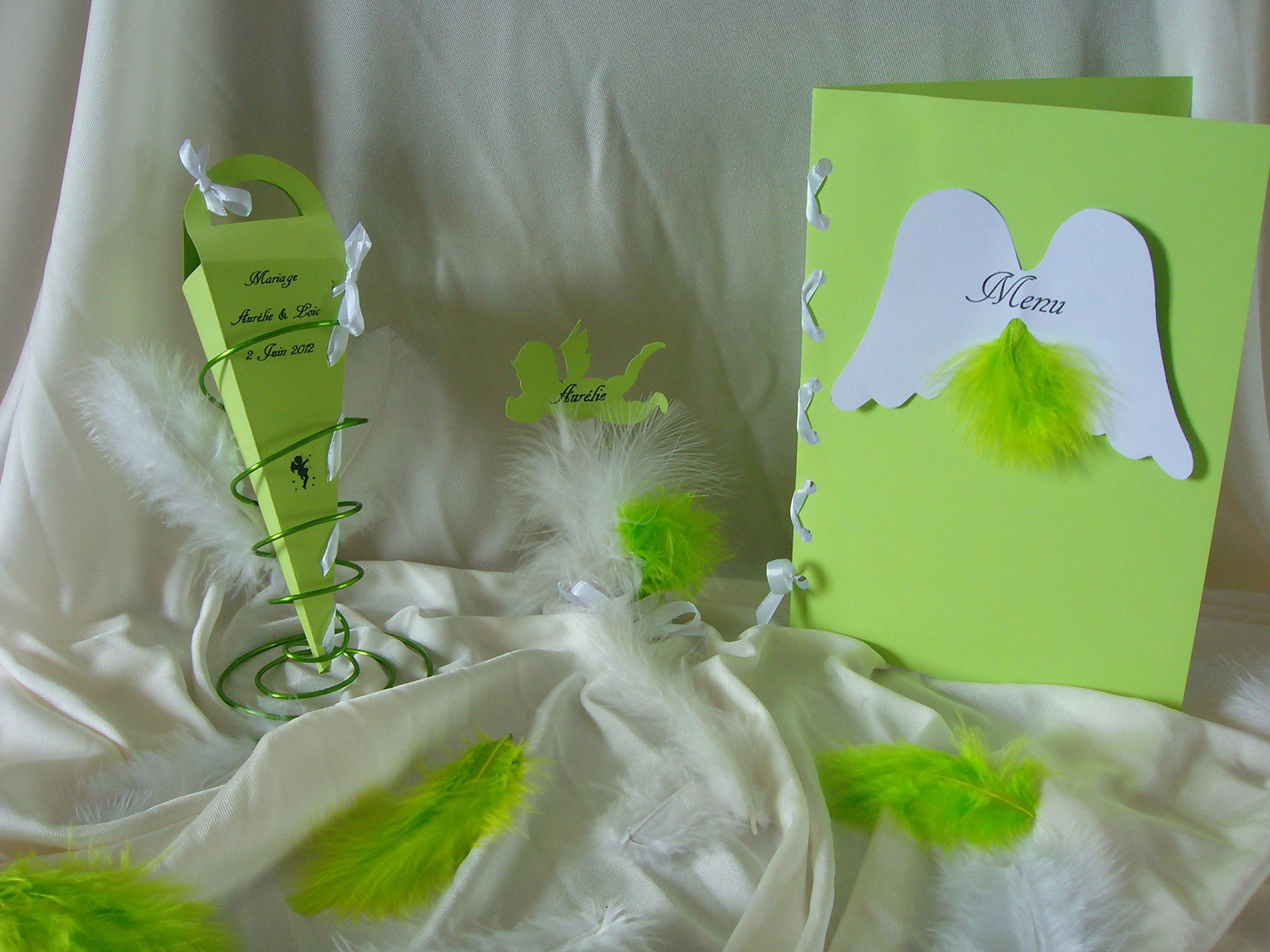 ... menu carte, marque place ange et boite à dragée cône sur support